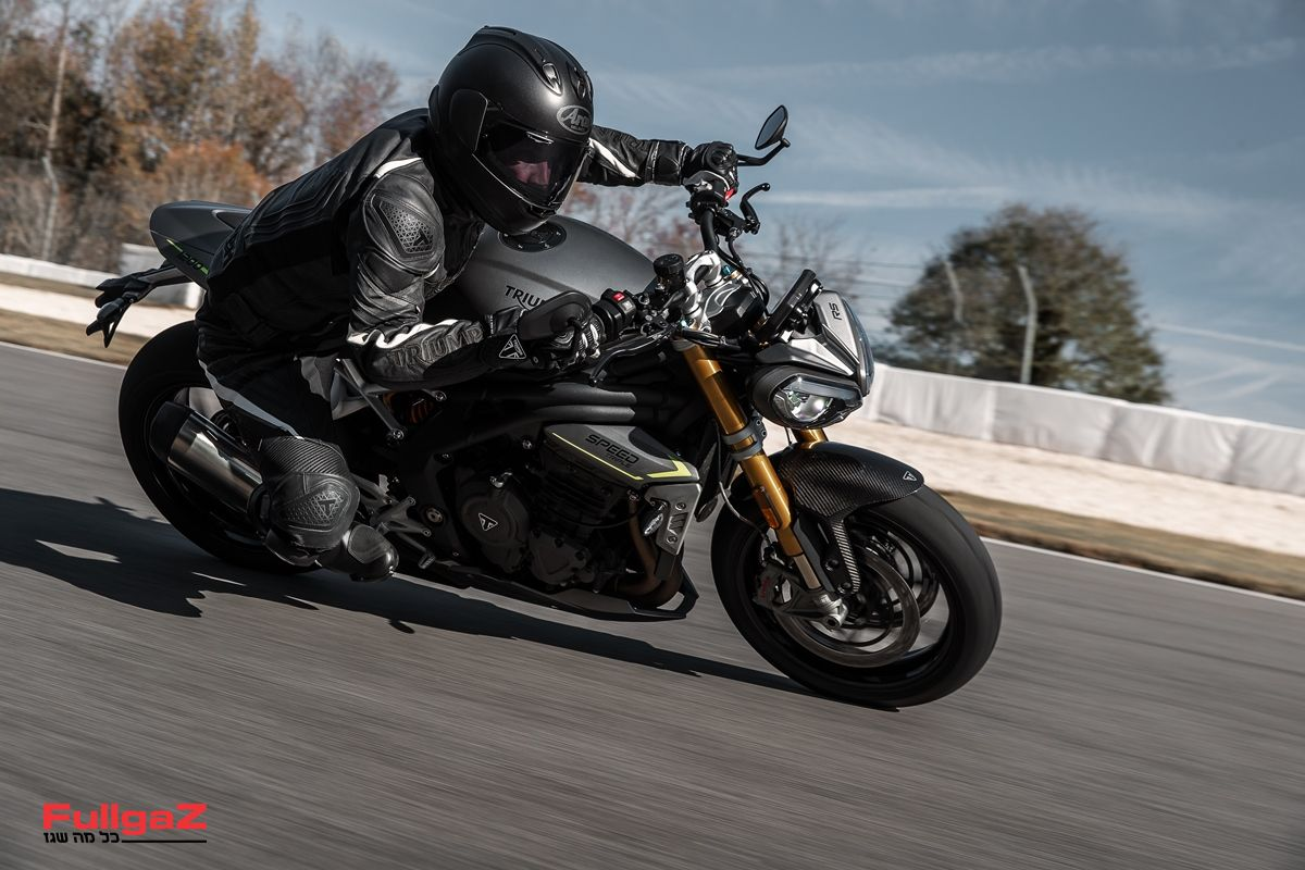 Triumph-Speed-Triple-1200-RS-2021-011