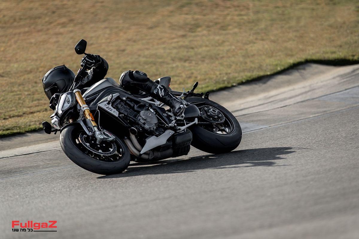 Triumph-Speed-Triple-1200-RS-2021-013