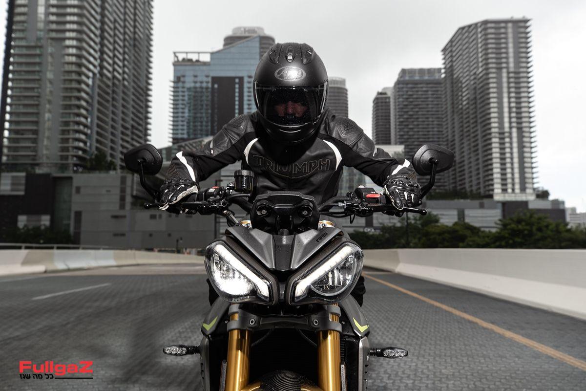 Triumph-Speed-Triple-1200-RS-2021-015