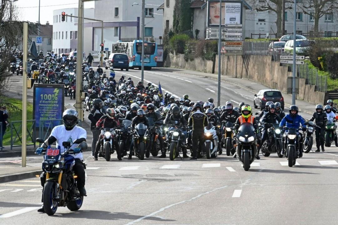 France Lane Splitting