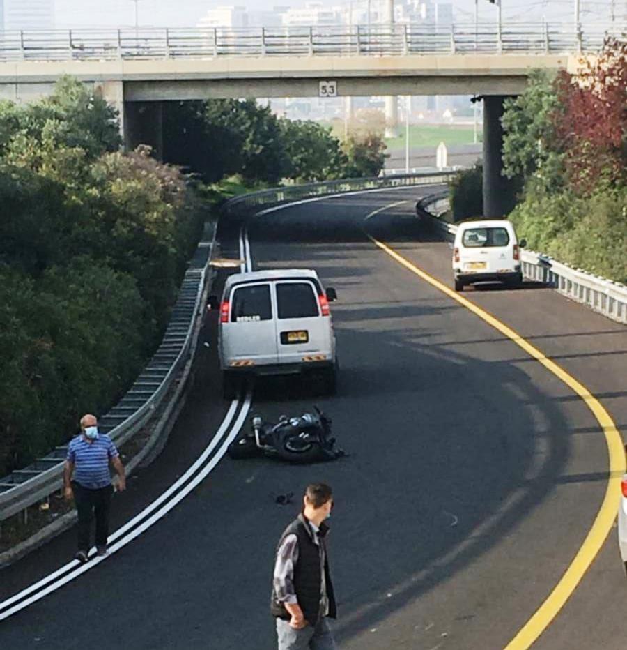 זירת התאונה בכביש 4313 (צילום: קבוצת 'מדווחים')