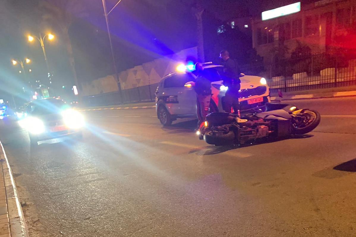 זירת התאונה בגבעתיים שבה נהרג הרוכב בן ה-35