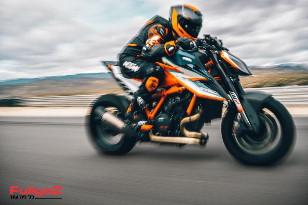 KTM 1290 SUPER DUKE RR Action-1