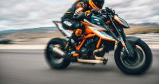 KTM 1290 SUPER DUKE RR Action-1