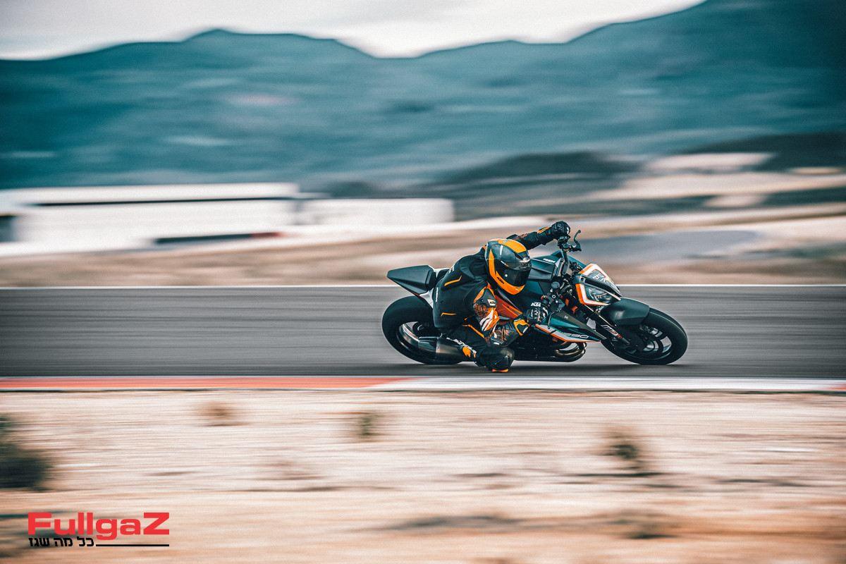 KTM 1290 SUPER DUKE RR Action-2