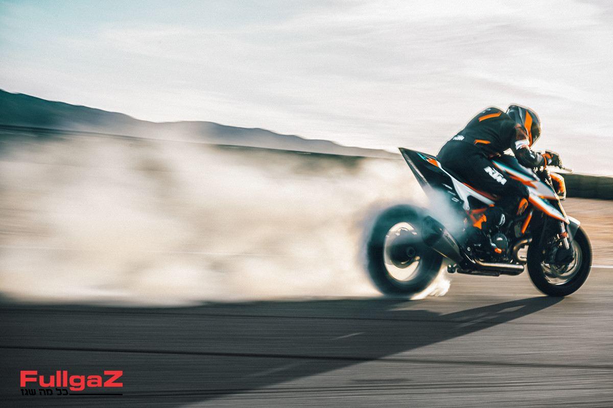 KTM 1290 SUPER DUKE RR Action