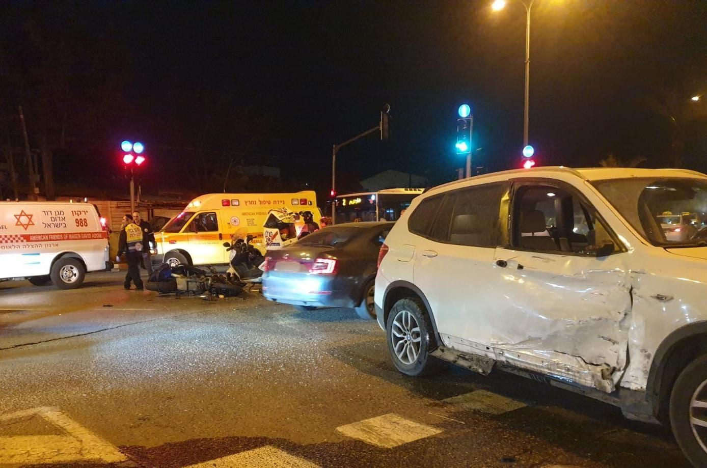 זירת התאונה בתל-אביב שבה נהרג הרוכב בן ה-50