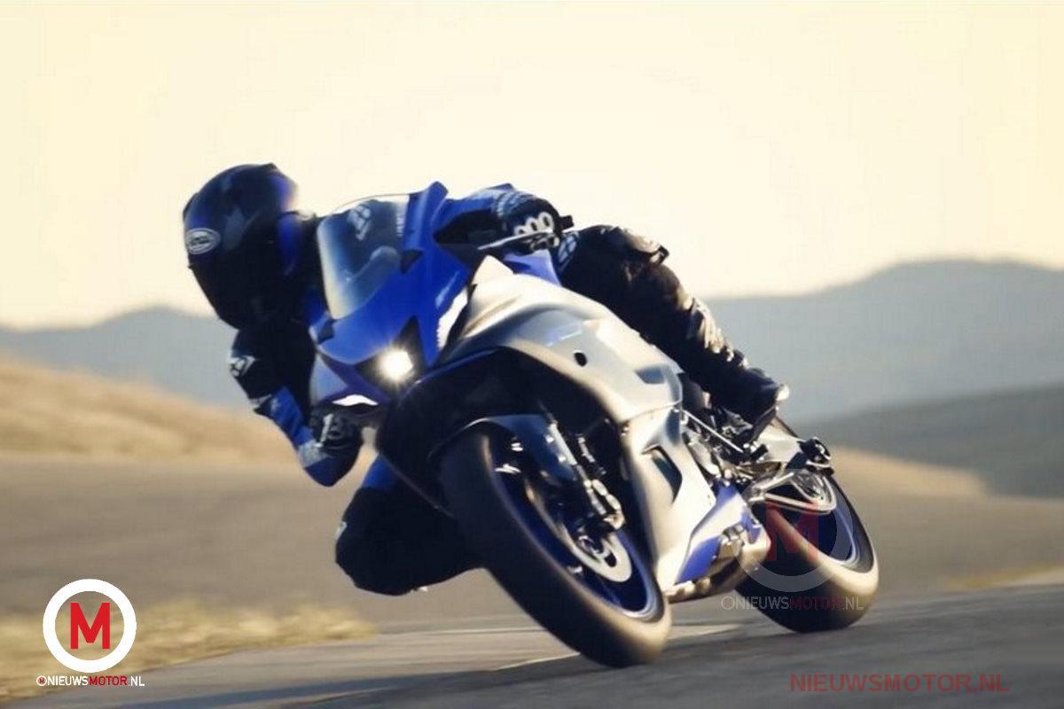 2021-Yamaha-YZF-R7_action