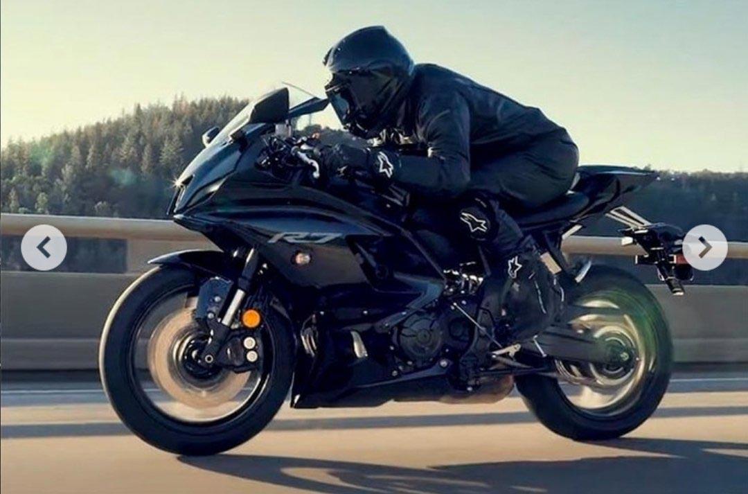 2022-Yamaha-YZF-R7-2