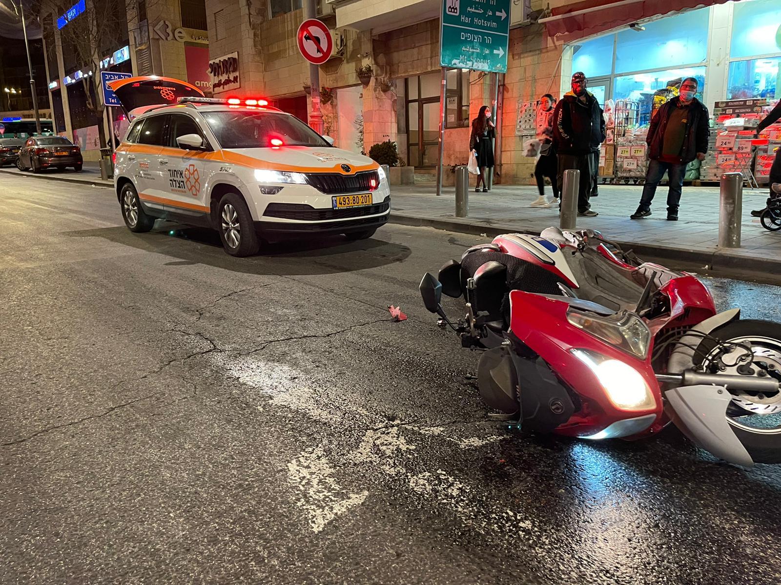 זירת התאונה ברחוב יפו בירושלים שבה נהרג הרוכב בן ה-22