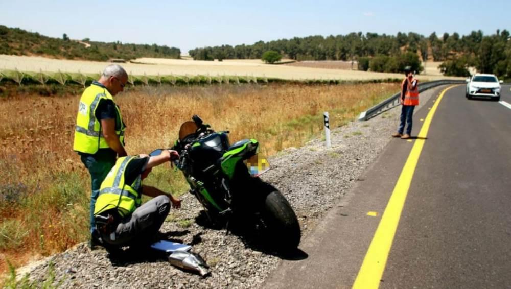 זירת התאונה שבה נהרג הרוכב בן ה-45 (צילום: רועי עידן)