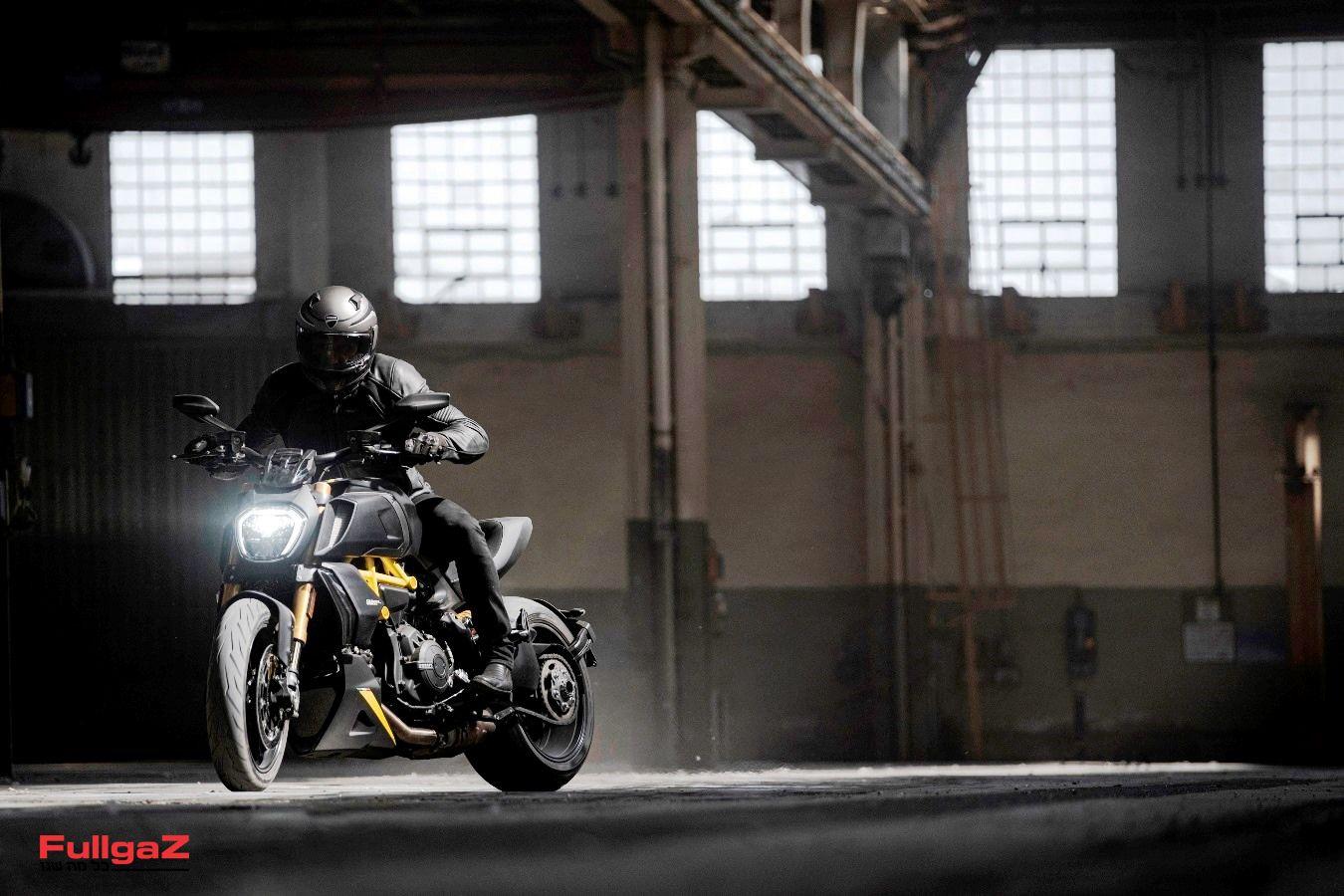 MY22_Ducati_Diavel_1260_S _4__UC294030_Mid