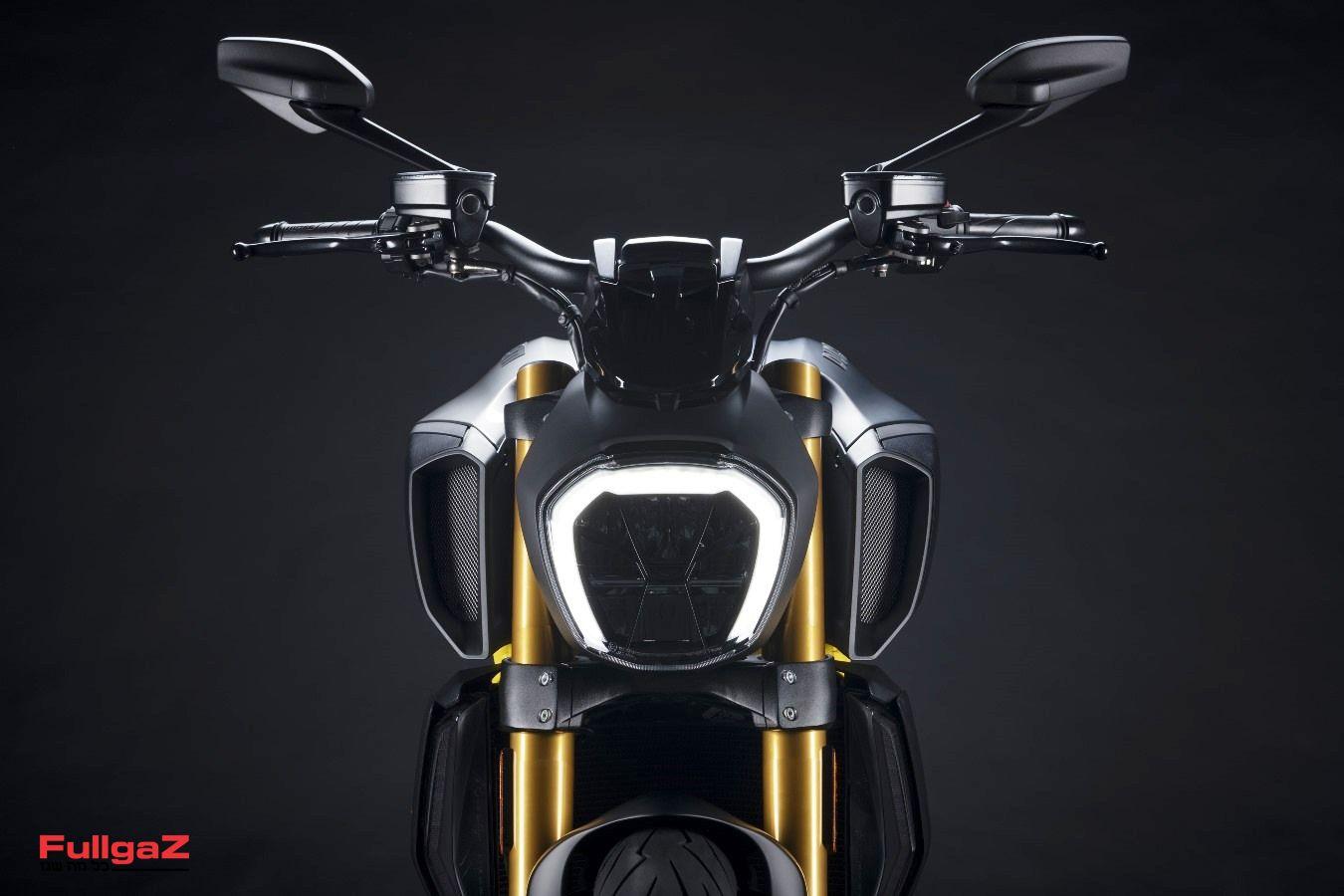 MY22_Ducati_Diavel_1260_S_01 _10__UC293437_Mid