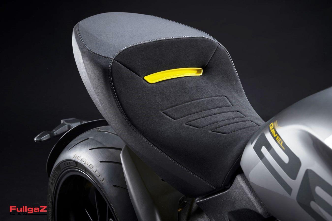 MY22_Ducati_Diavel_1260_S_01 _12__UC293419_Mid