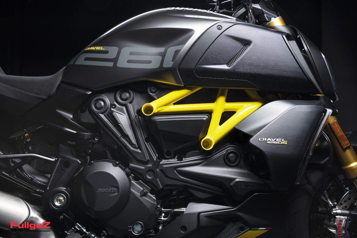 MY22_Ducati_Diavel_1260_S_01 _22__UC293426_Mid