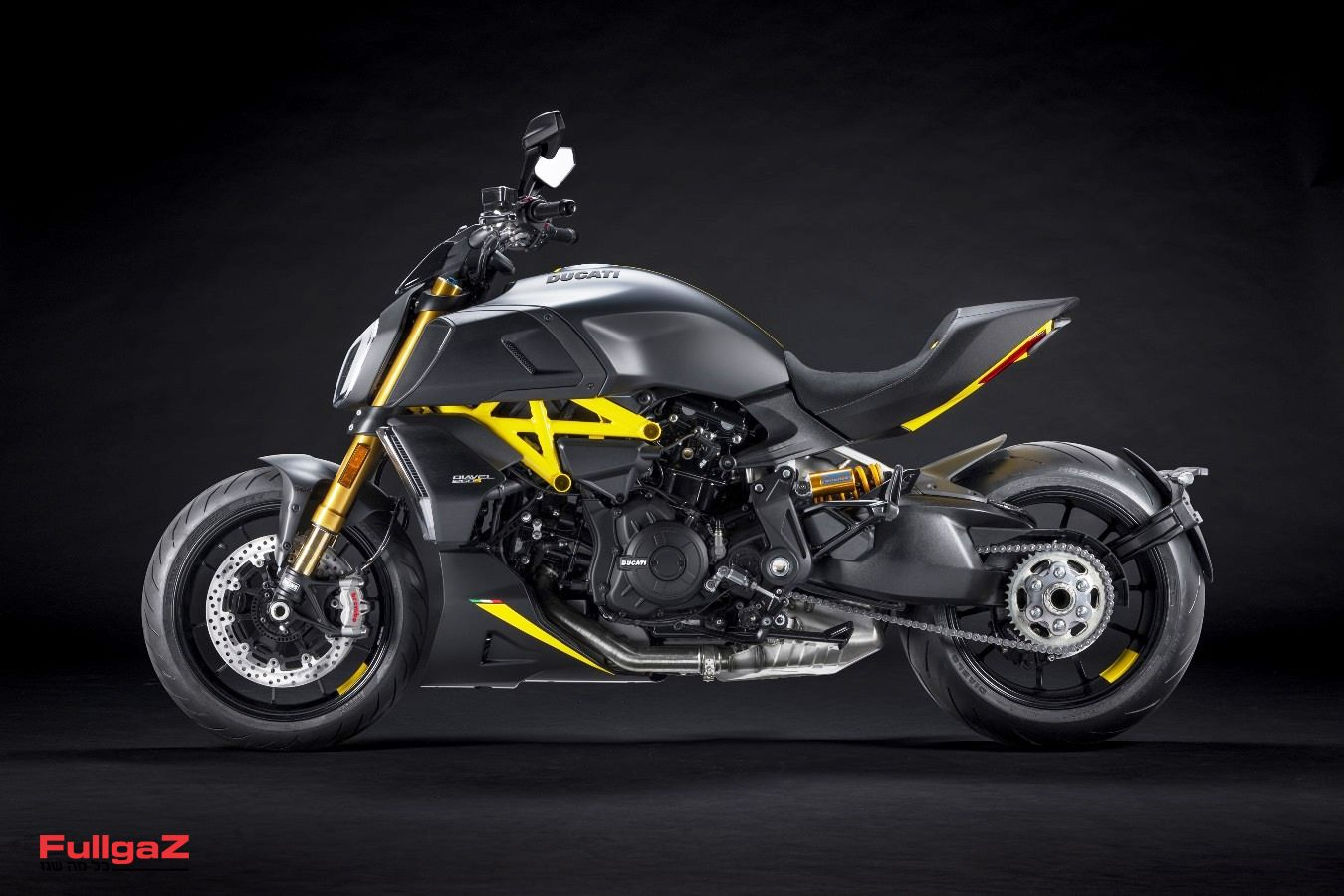 MY22_Ducati_Diavel_1260_S_01 _3__UC293429_Mid