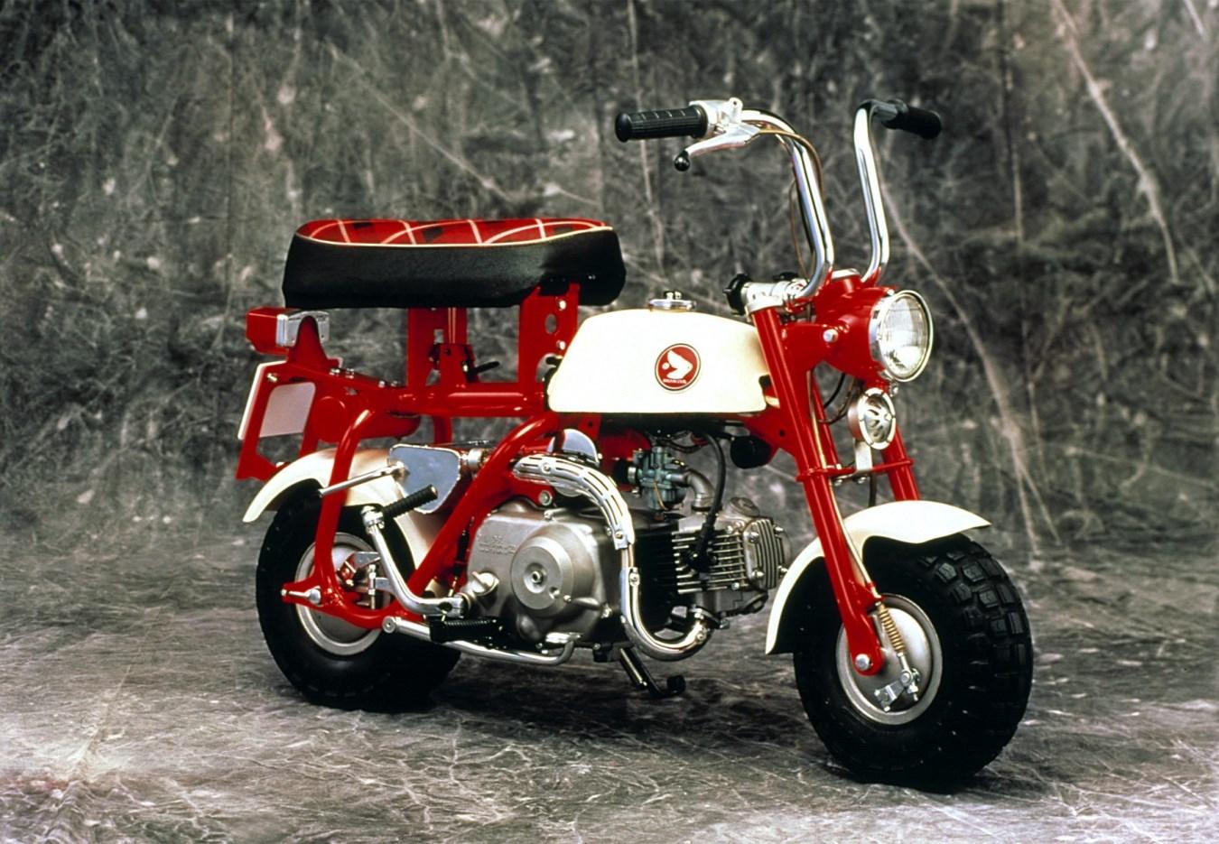1967 - ה-Z50M עם מושב מתקפל והתאמה לתא מטען של מכונית