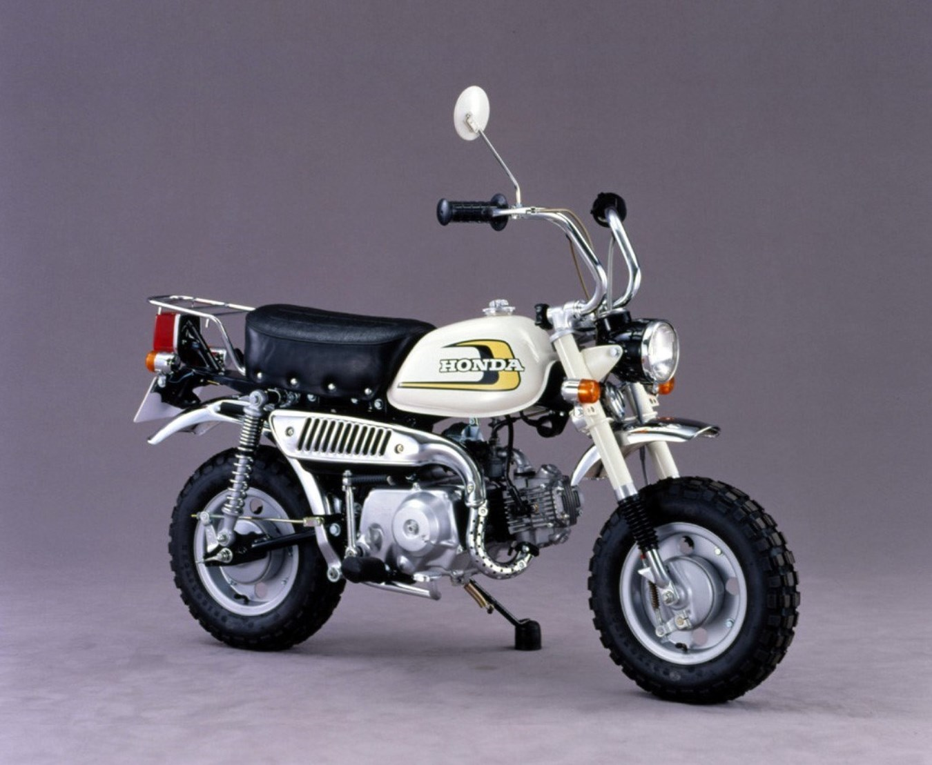 1974 - Z50J, עם מתלה אחורי וצמד בולמים, מיכל טרפזי לראשונה וצמיגי קוביות