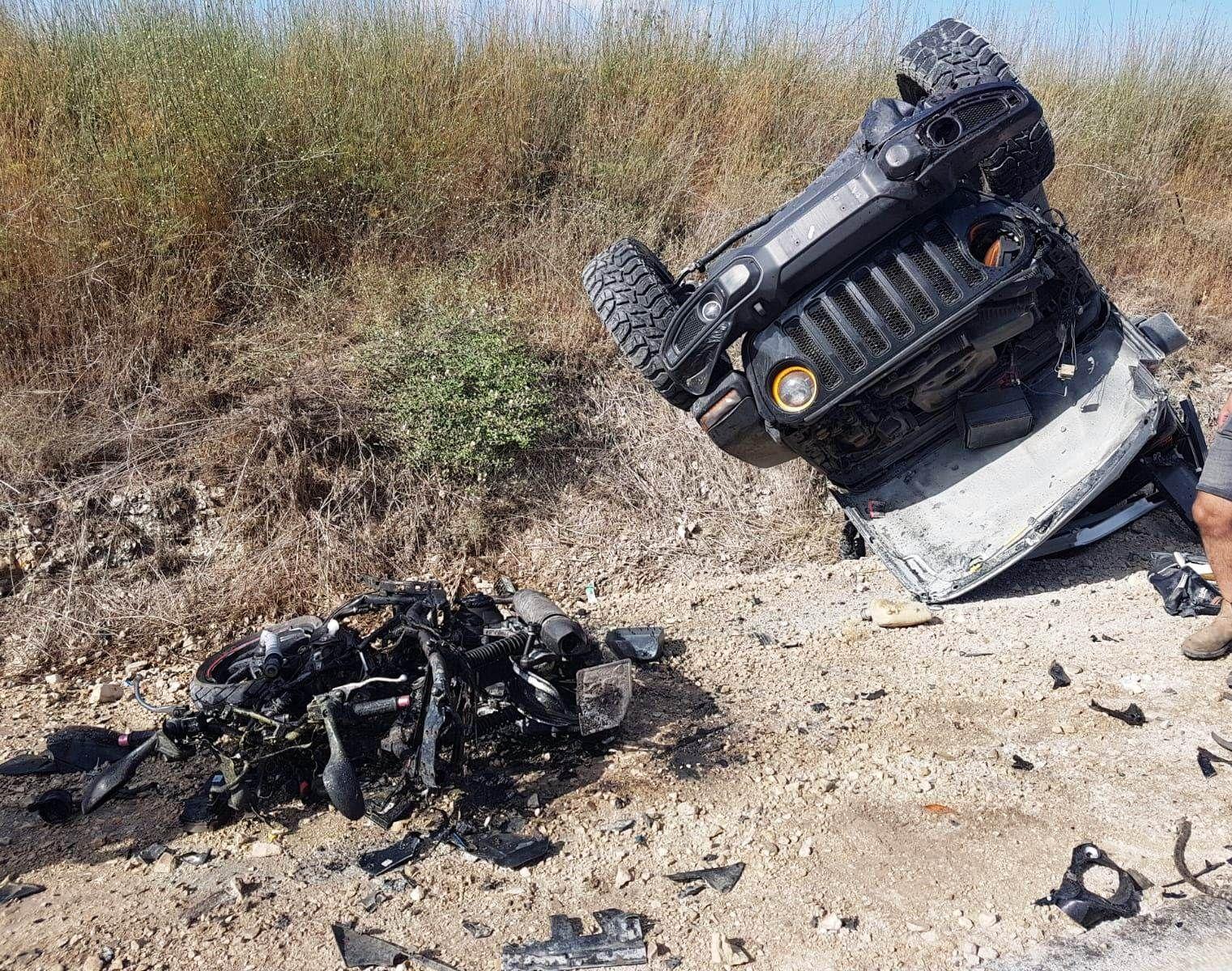 זירת התאונה שבה נהרגו שני הרוכבים כבני ה-30