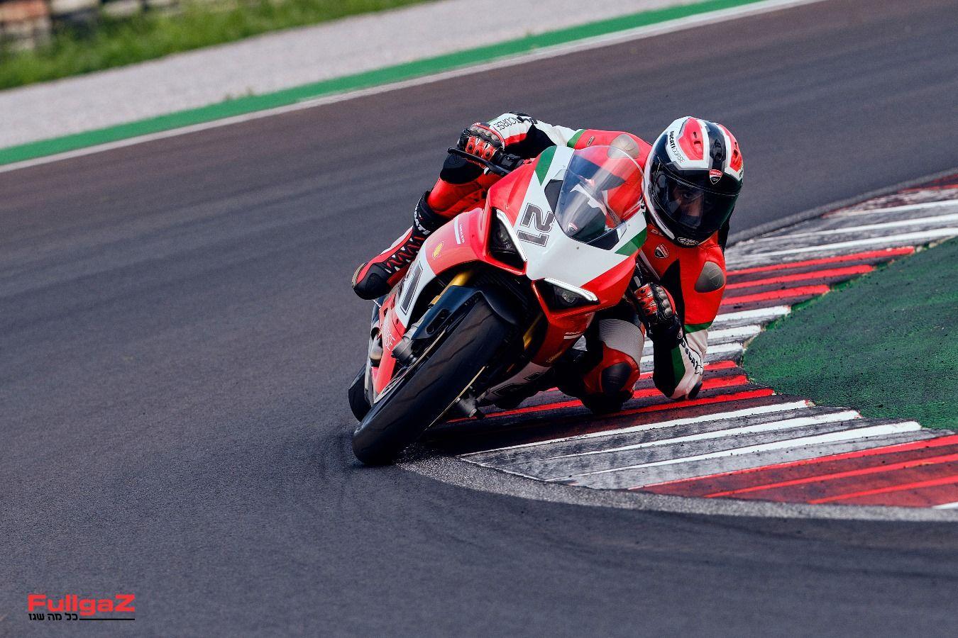 Ducati-Panigale-V2-Bayliss-011