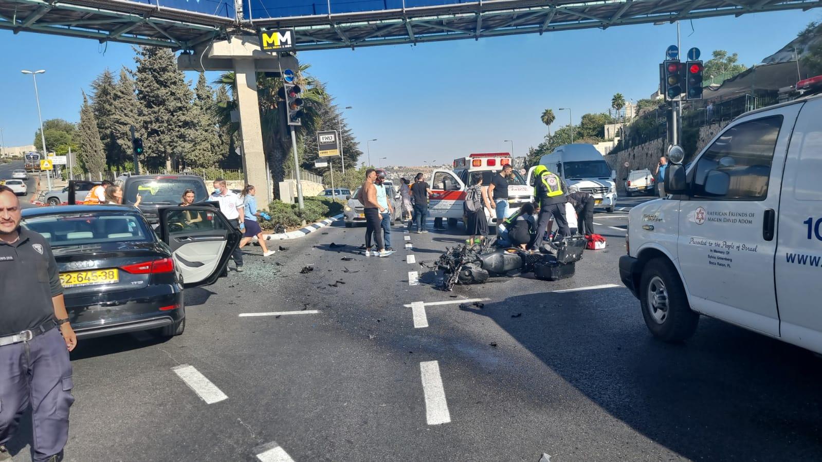 זירת התאונה ברחוב גולומב פינת משה שרת בירושלים שבה נהרג הרוכב בן ה-30