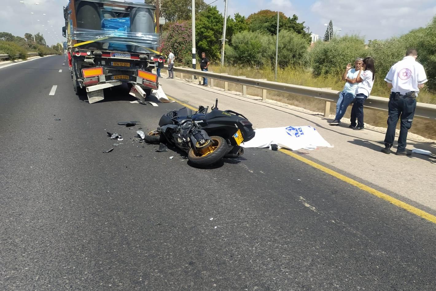 זירת התאונה בכביש 4 שבה נהרג הרוכב בן ה-19