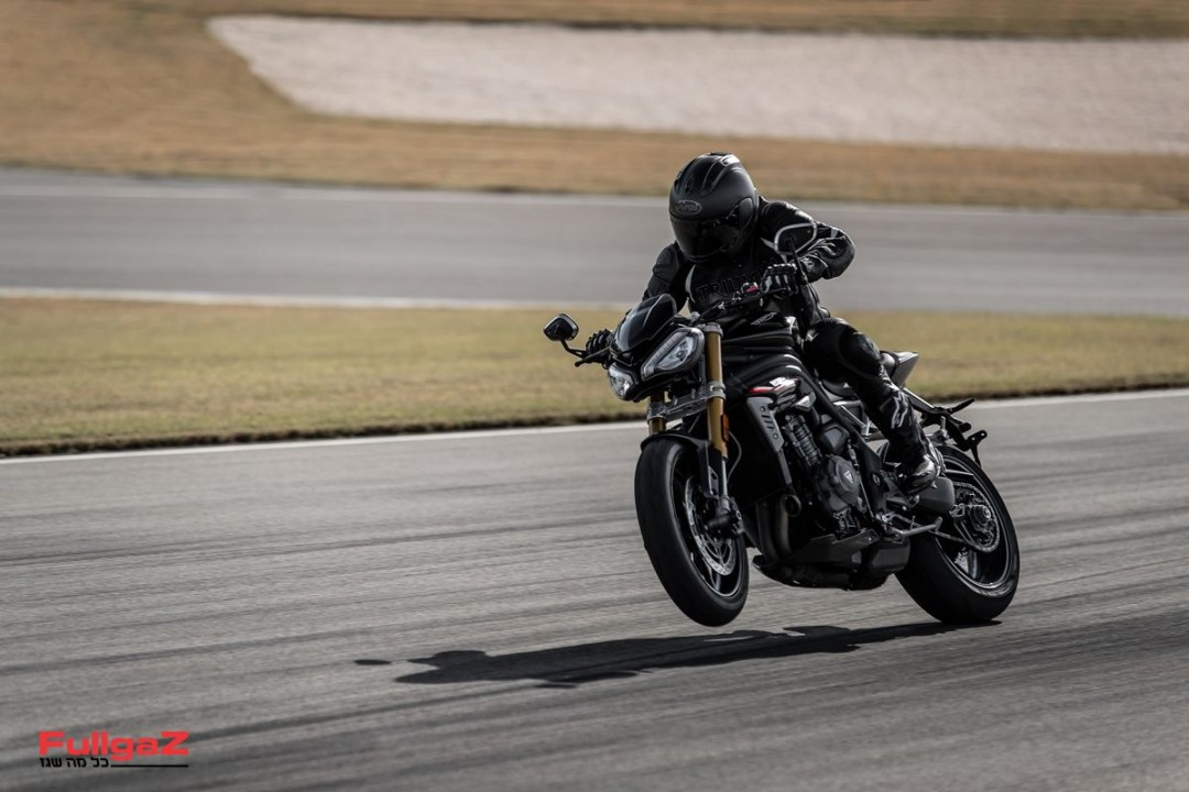 Triumph-Speed-Triple-1200-RS-2021-002