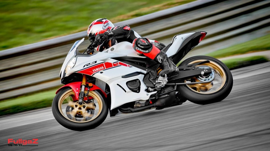 2022_YAM_YZFR320SV_EU_SW_ACT_007_03_preview